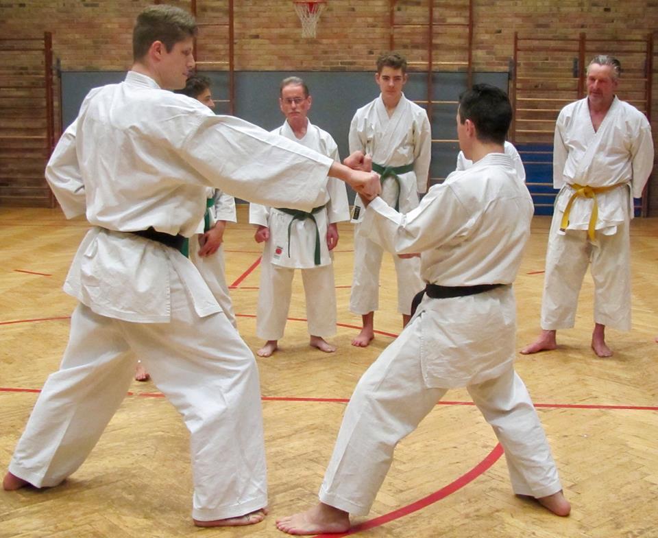 Karate-Training für Groß und Klein